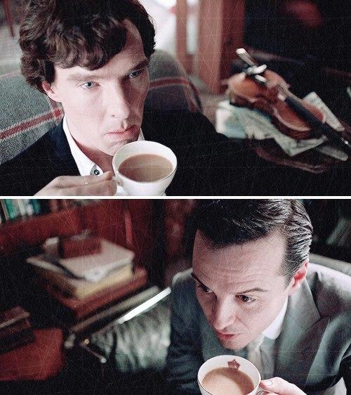 """""""Todo conto de fadas tem seu vilão"""" – Moriarty para Sherlock durante um café da tarde."""