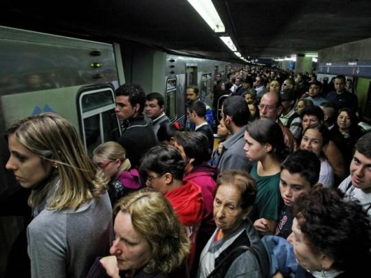 metro-lotado-700x525-ae